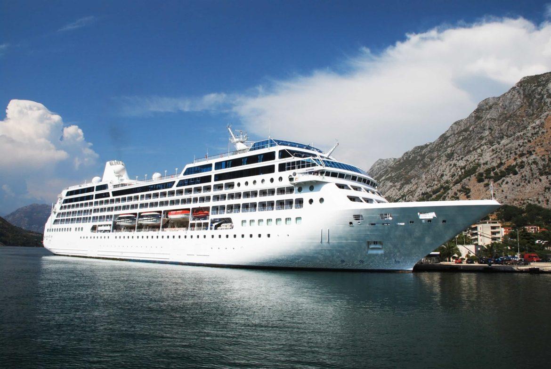 oversized cruise ship
