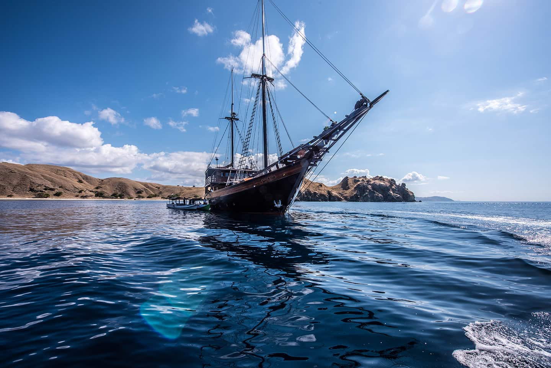 phinisi sailing yacht Dunia Baru