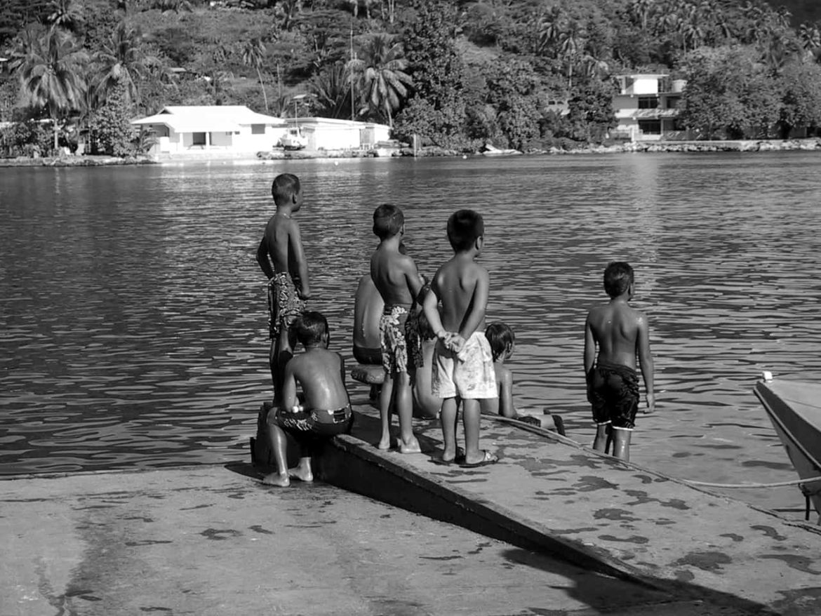 Black and white photo of local children in French Polynesia