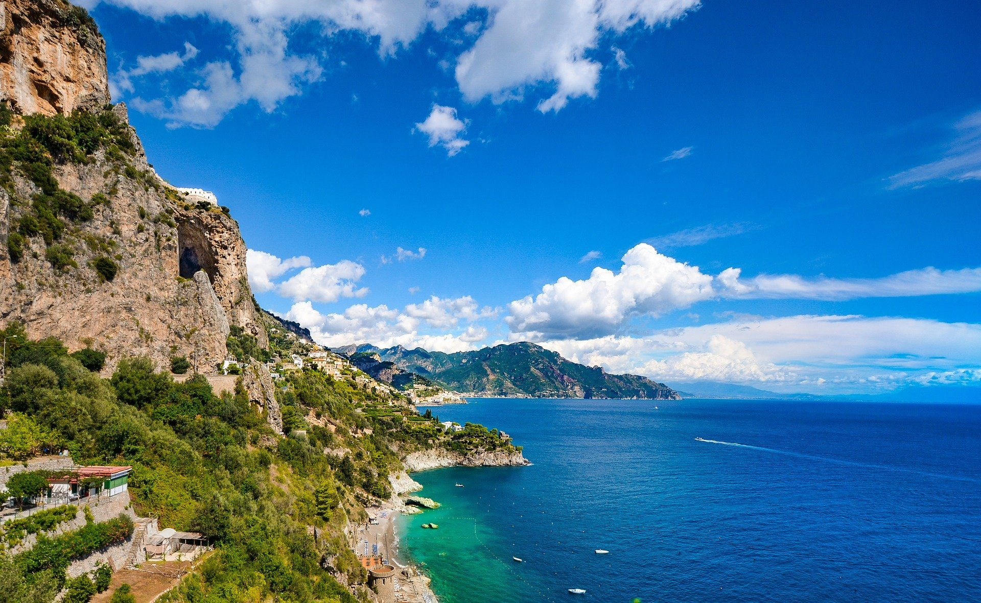 cliff side in the Amalfi coast with turquoise seas