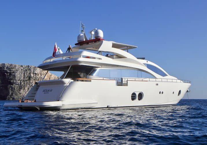 Yacht Sicilia - Aft